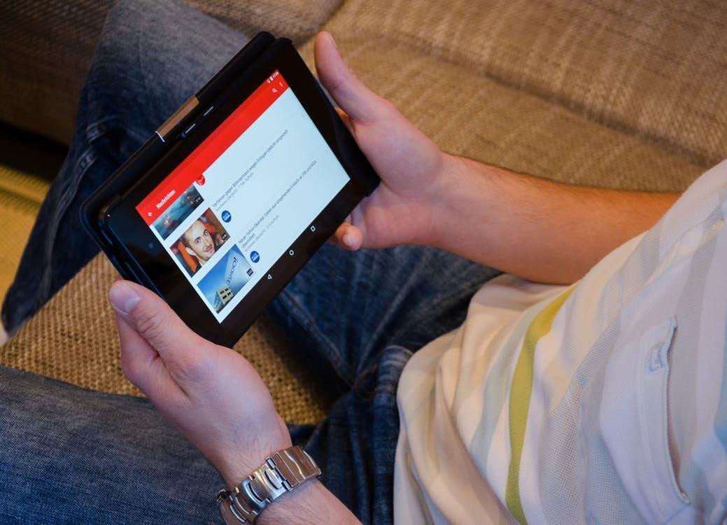 """YouTube sa mení na sociálnu sieť, dopomôcť k tomu majú """"Stories"""""""