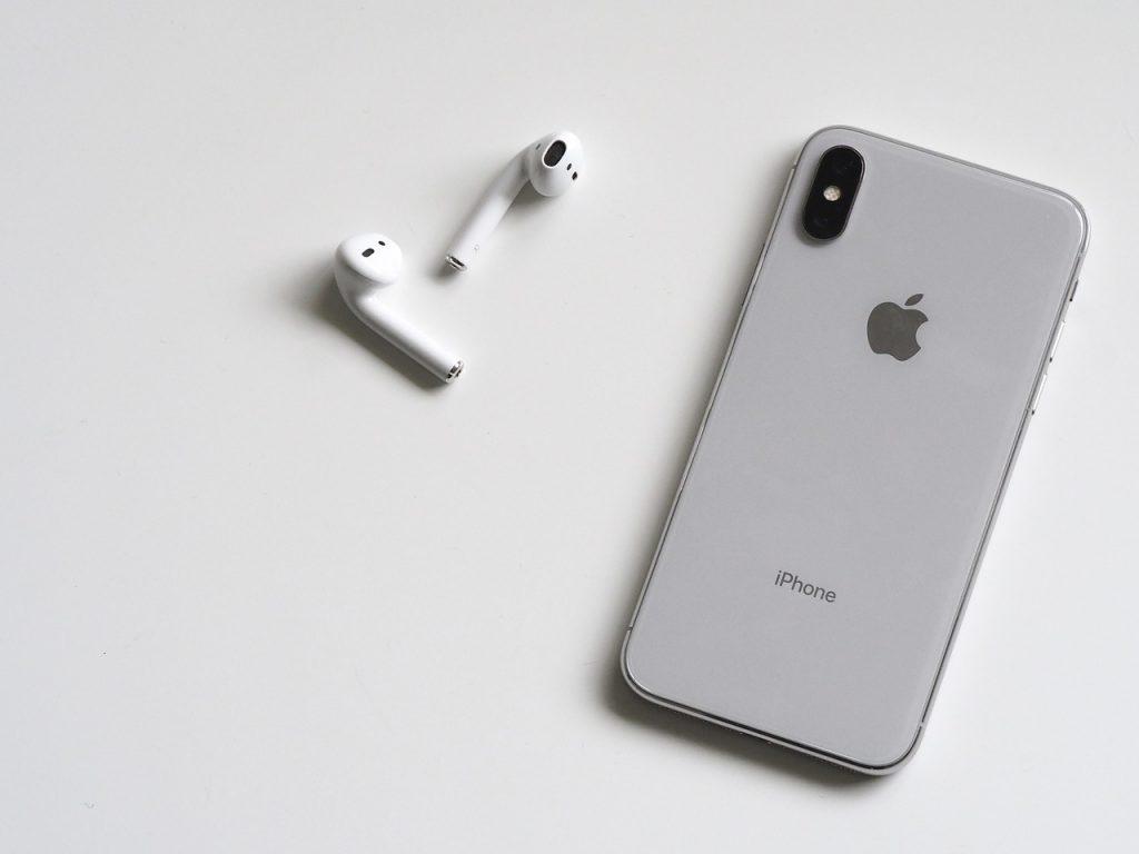 Majitelia iPhonov, zbystrite pozornosť! Spoločnosť zámerne spomaľuje staršie modely